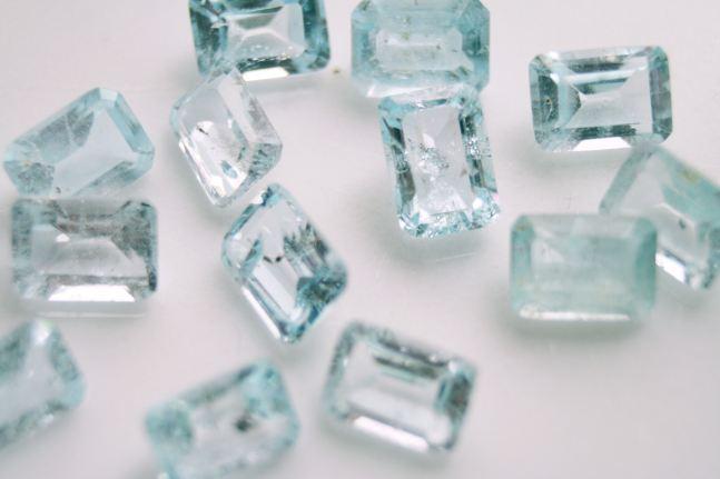 blue_topaz_gemstones_jyotish-panna-pukhraj-neelam-moti-moonga-manik-onex-opal